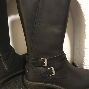 Ugg boots size 9 black leather buckles, lined